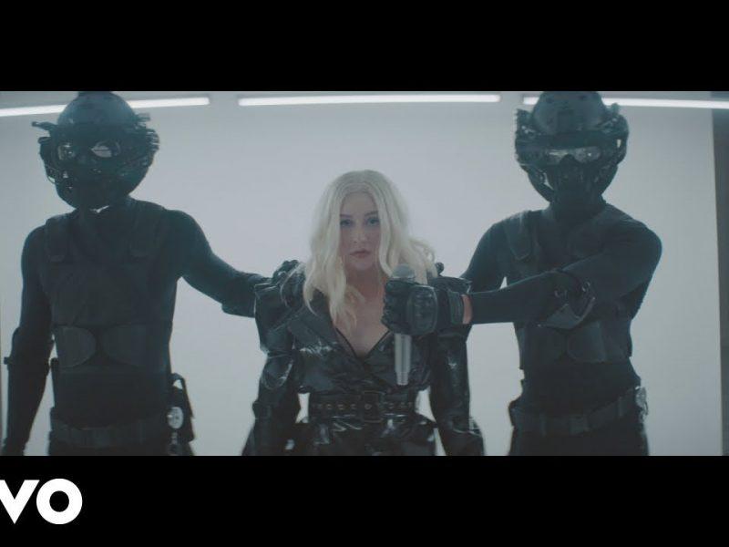 Christina Aguilera ft. Demi Lovato- Fall In Line